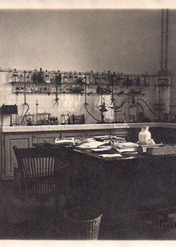 1925 Despatx del Director farmacèutic.