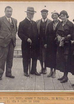 1933 Drs. Amann i familia de Suissa i Dr. Khalil del Cairo amb Simón Corominas.