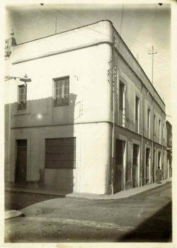 1915 Edifici del Carrer Sol d'Isern a Figueres, lloc on es van fundar els Laboratorios del Norte de España l'any.