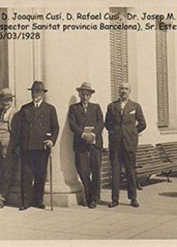 1928 Visites als laboratoris: d'esquerra a dreta: D. Joaquim Cusí, D. Rafael Cusí, Dr. Josep M. Vallès i Ribó, D. Anicet Barcial (inspector Sanitat província Barcelona), Sr. Esteva (Mataró), D. Javier Palomas.